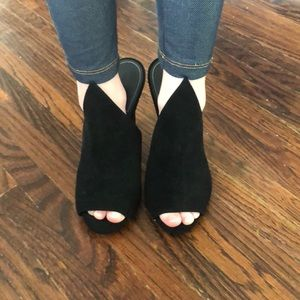 Kendall and Kylie black open toe shoes
